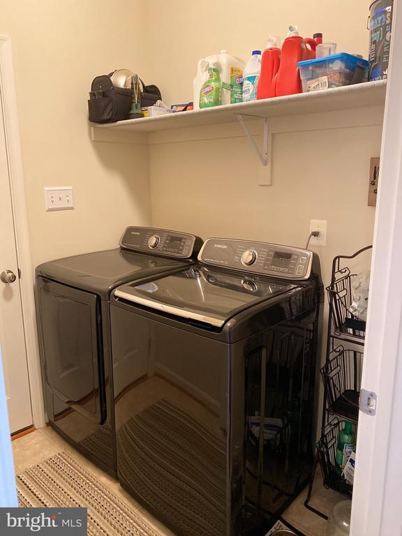 Laundry/Mud room on Main level coming from Garage - 3545 GROUSE POINTE DR, STAFFORD