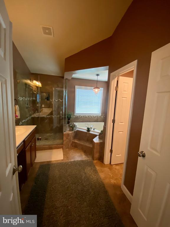 Peaceful Master Bathroom to relax in - 3545 GROUSE POINTE DR, STAFFORD