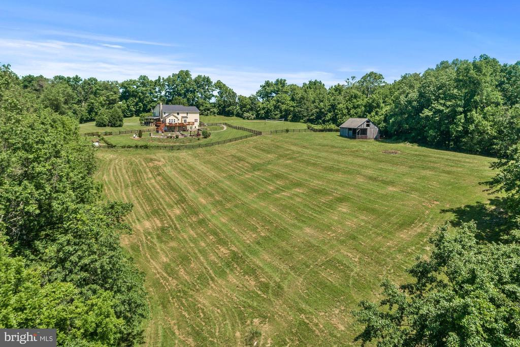 View of house and barn - 20634 ST LOUIS RD, PURCELLVILLE