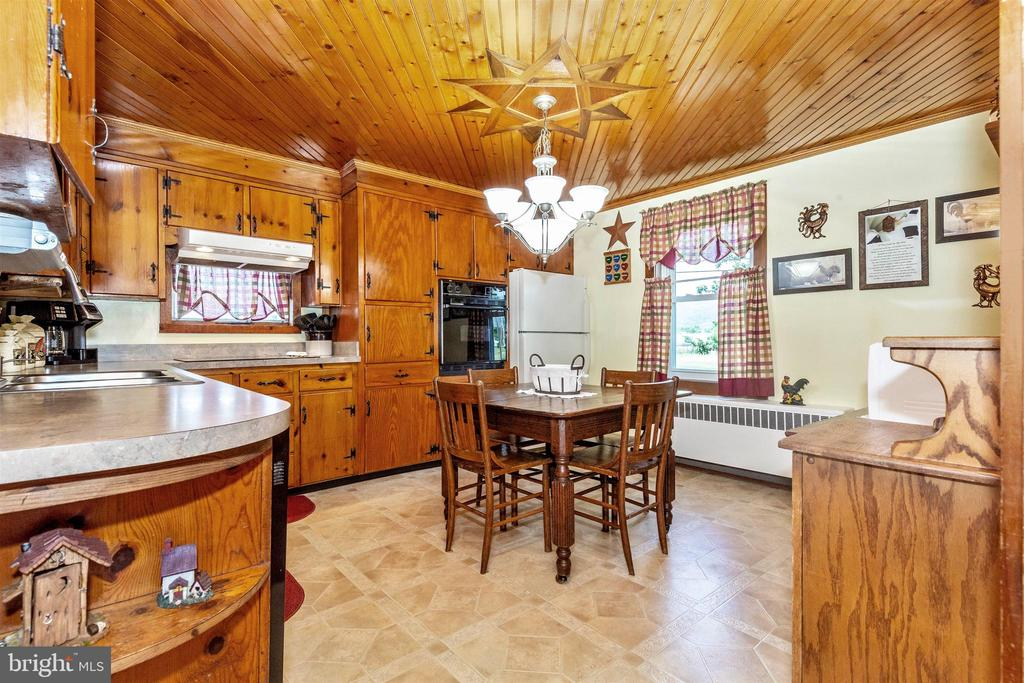 Country Kitchen - 7807 ROCKY RIDGE RD, THURMONT
