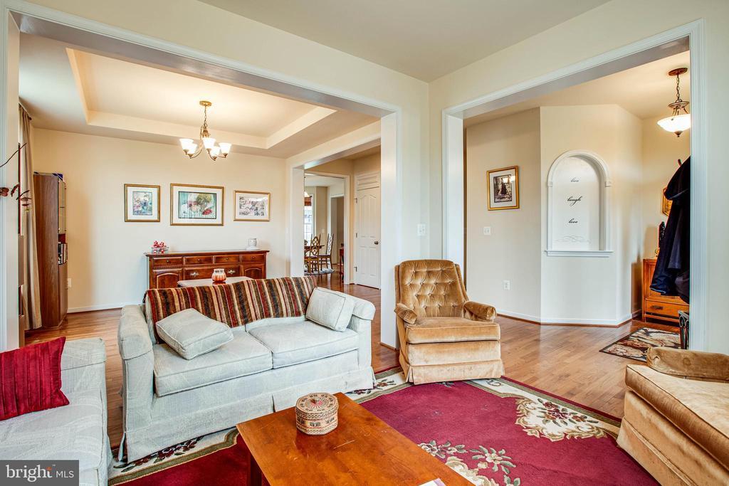 Living room - 1025 SCARLET LN, CULPEPER