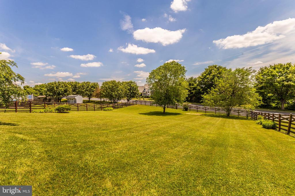 Fully Fenced Back yard With 2 Gates - 105 REDHAVEN CT, THURMONT