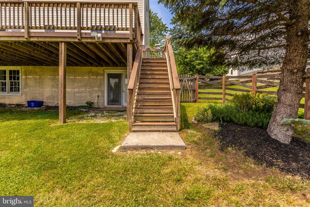 Steps Lead Down To The Backyard - 105 REDHAVEN CT, THURMONT