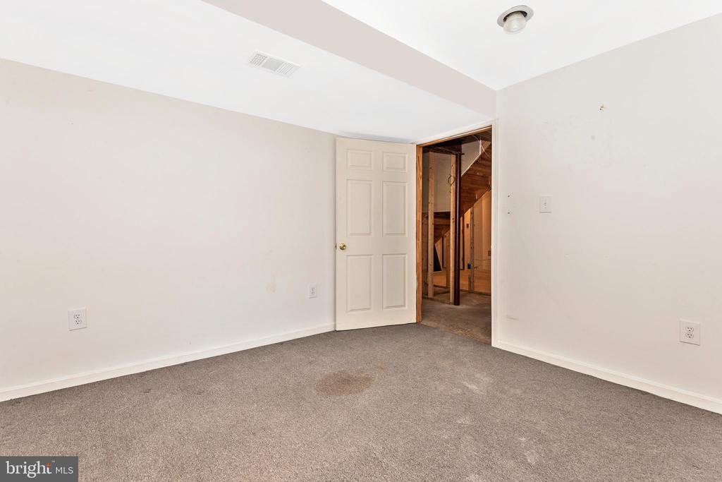 This Can Be A Playroom or a Guest Room - 105 REDHAVEN CT, THURMONT