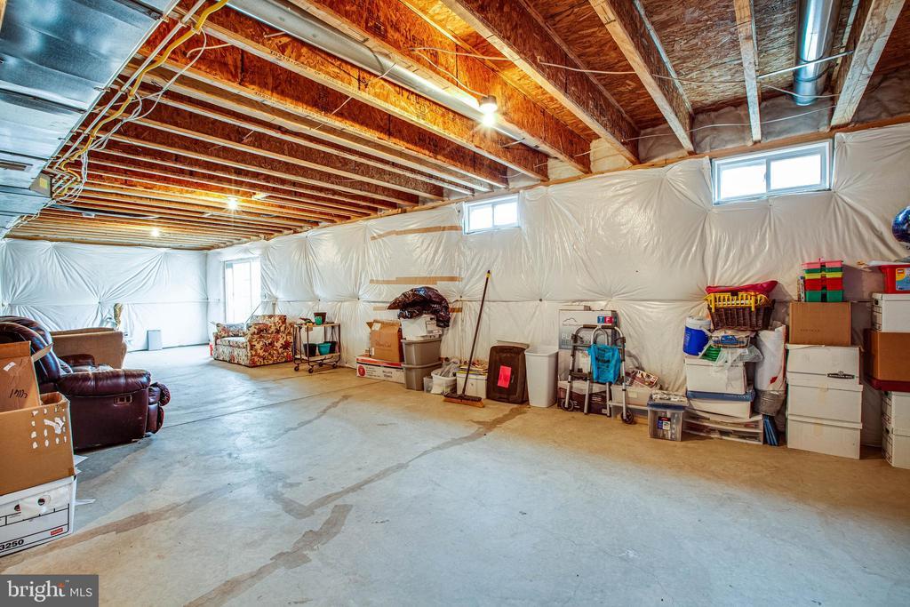 Lots of room for storage ! - 1025 SCARLET LN, CULPEPER