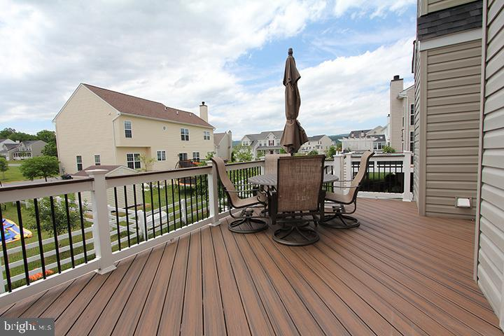 Large trex deck to relax and/or entertain - 17352 TEDLER CIR, ROUND HILL
