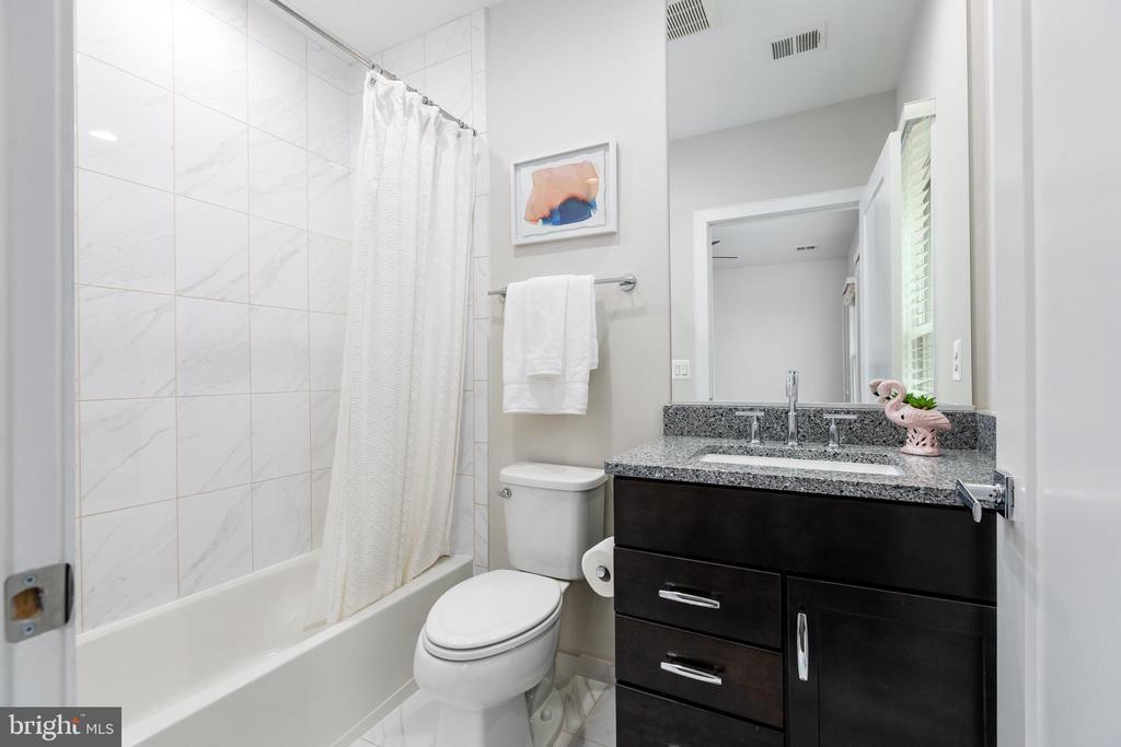 Ensuite bathroom for 2nd bedroom - 1526 16TH CT N, ARLINGTON