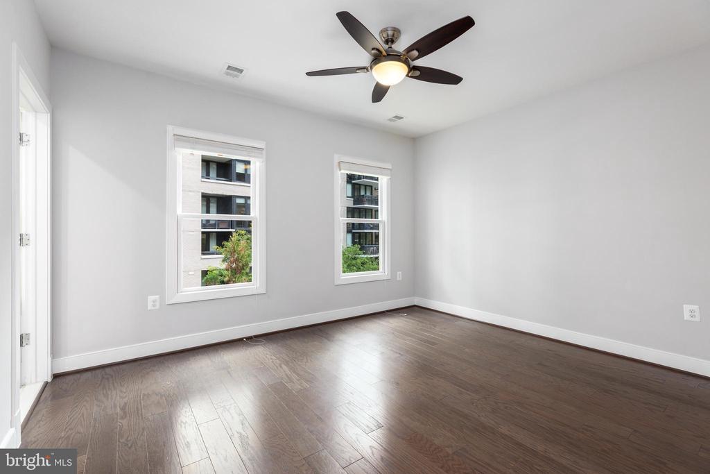 2nd bedroom w/ ensuite bathroom - 1526 16TH CT N, ARLINGTON