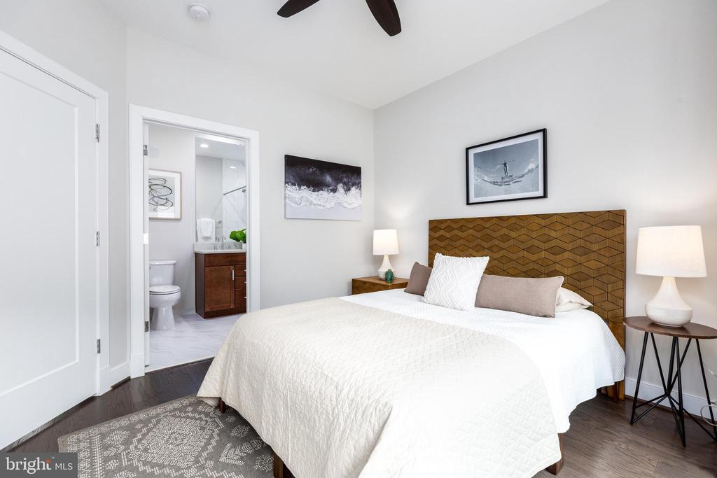 3rd bedroom off the loft w/ ensuite bathroom - 1526 16TH CT N, ARLINGTON