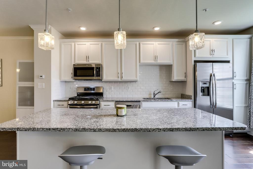 Kitchen with Center Island Great for Entertaining! - 23297 SOUTHDOWN MANOR TER #116, ASHBURN
