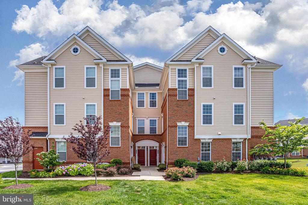 Lovely Condo at Ridges at Loudoun Valley - 23297 SOUTHDOWN MANOR TER #116, ASHBURN