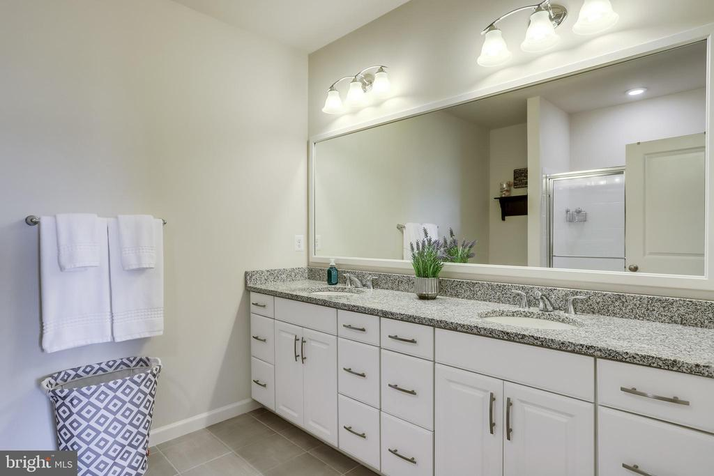 Master Bathroom with Dual Sink Vanity - 23297 SOUTHDOWN MANOR TER #116, ASHBURN