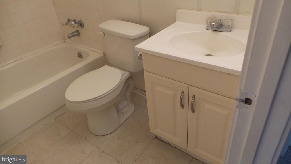 2nd Full Bath - 7615 INGRID PL, LANDOVER