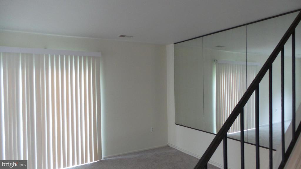 Bright Living Rm with Sliding Door - 7615 INGRID PL, LANDOVER