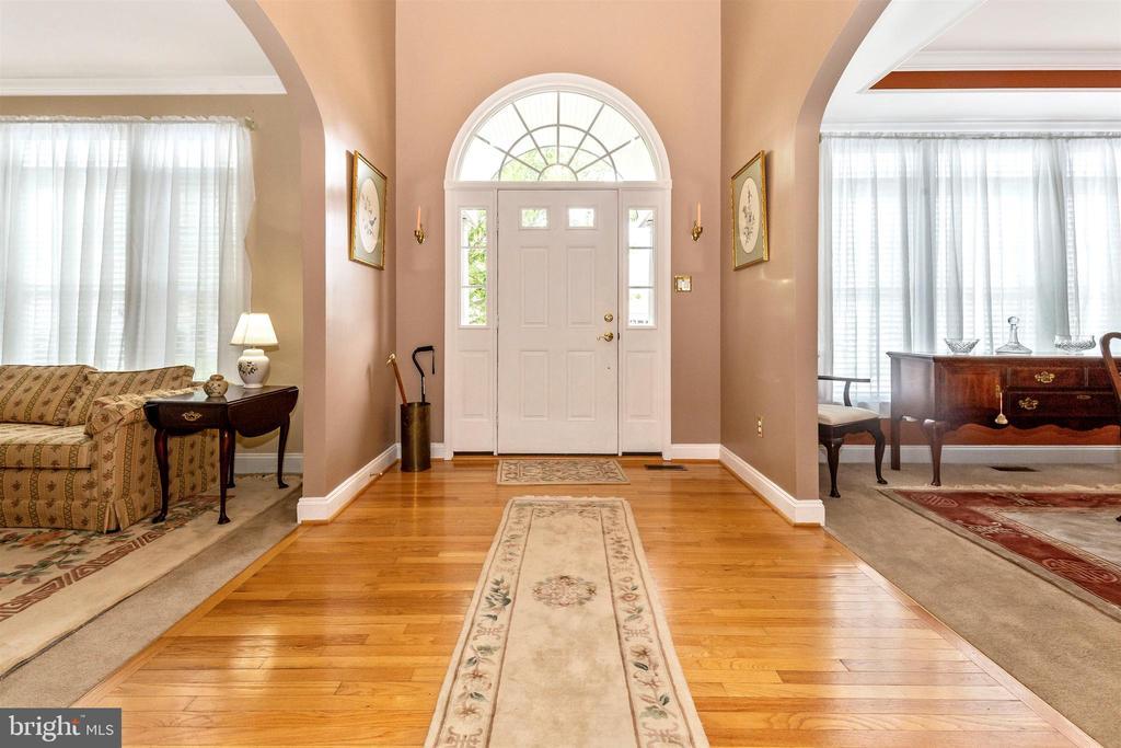Grand entry foyer - hardwood floors. - 2689 MONOCACY FORD RD, FREDERICK