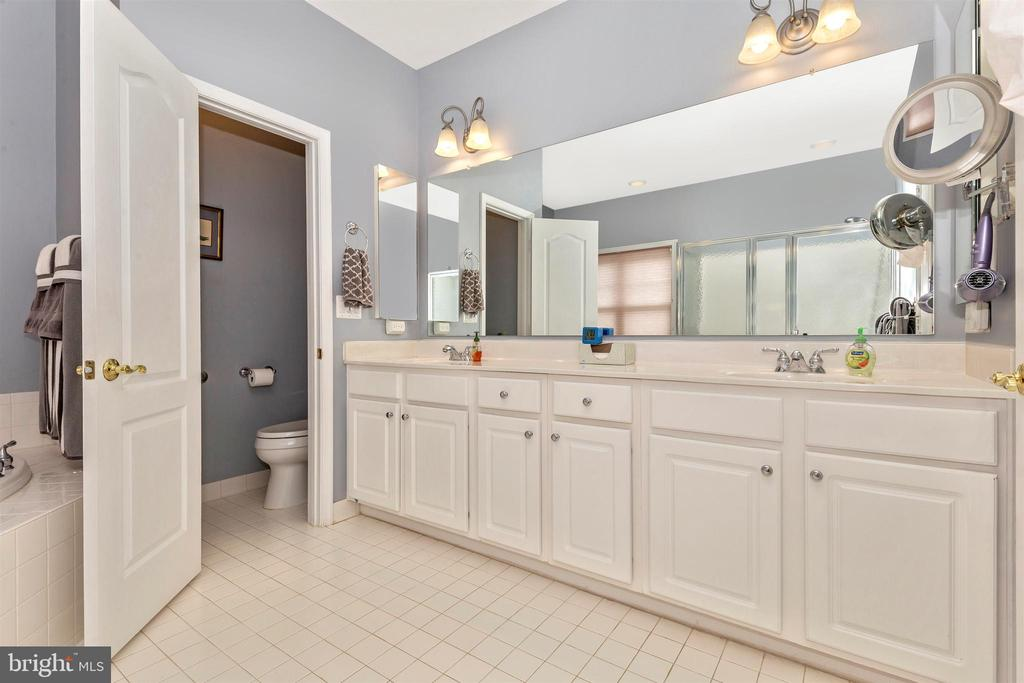 Main level master bath - dual vanities. - 2689 MONOCACY FORD RD, FREDERICK