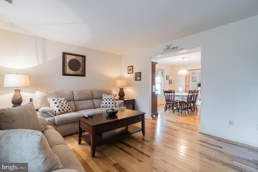 Easily move from one room to the next - 22 BALLANTRAE CT, STAFFORD
