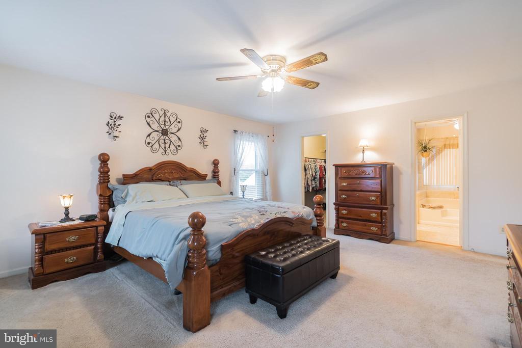 Spacious Master bedroom - 22 BALLANTRAE CT, STAFFORD