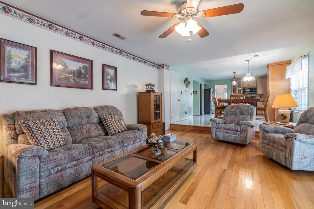 Ceiling fan for extra comfort - 22 BALLANTRAE CT, STAFFORD
