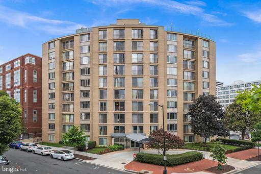1239 VERMONT AVE NW #401