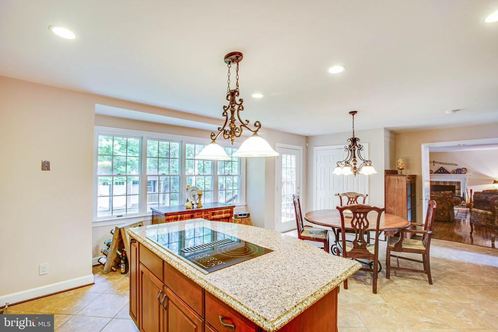kitchen with cooktop on island - 8105 WATERFORD DR, SPOTSYLVANIA