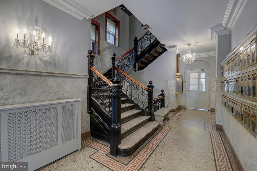 Gorgeous wrought-iron staircase - 2853 ONTARIO RD NW #205, WASHINGTON