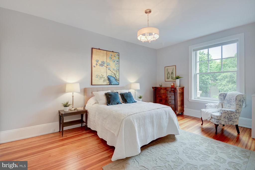 Owners' Bedroom Suite - 2853 ONTARIO RD NW #205, WASHINGTON