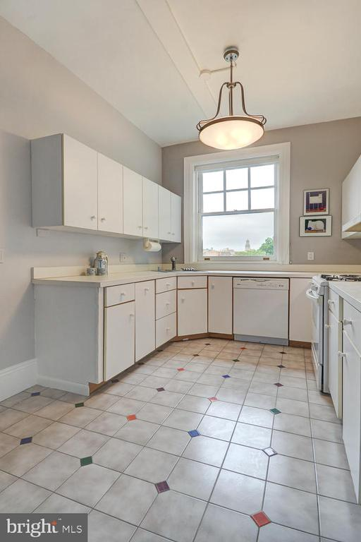 Bright and spacious! - 2853 ONTARIO RD NW #205, WASHINGTON