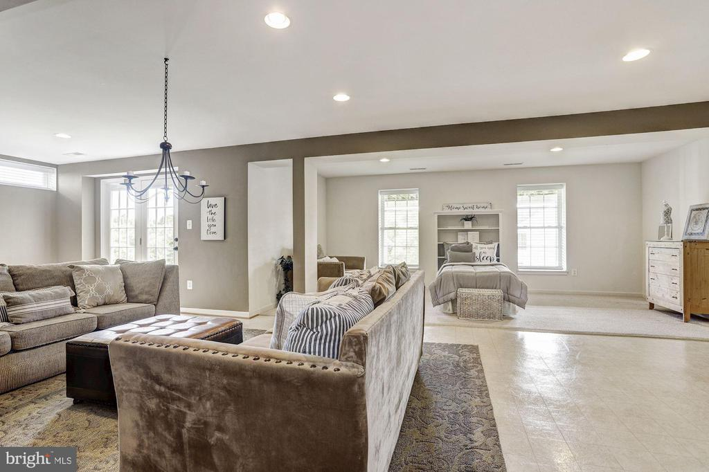 Recreation Room | Guest Quarters - 11000 COUNTRY CLUB RD, NEW MARKET