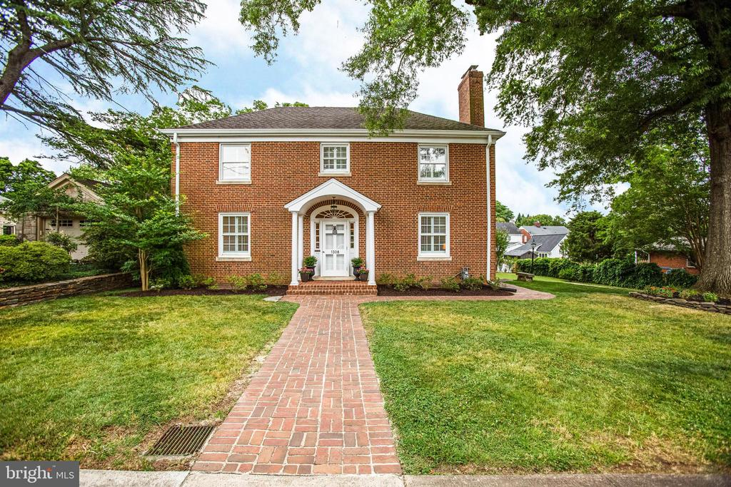 Beautiful Brick Colonial on a large double lot. - 1308 BRENT ST, FREDERICKSBURG