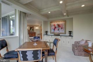 Den with Built-Ins - 5809 NICHOLSON LN #409, NORTH BETHESDA