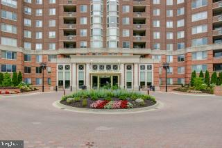 Front of Building - 5809 NICHOLSON LN #409, NORTH BETHESDA