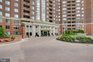 Front of the Building - 5809 NICHOLSON LN #409, NORTH BETHESDA