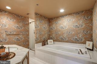 Second Full Bath With Jacuzzi - 5809 NICHOLSON LN #409, NORTH BETHESDA