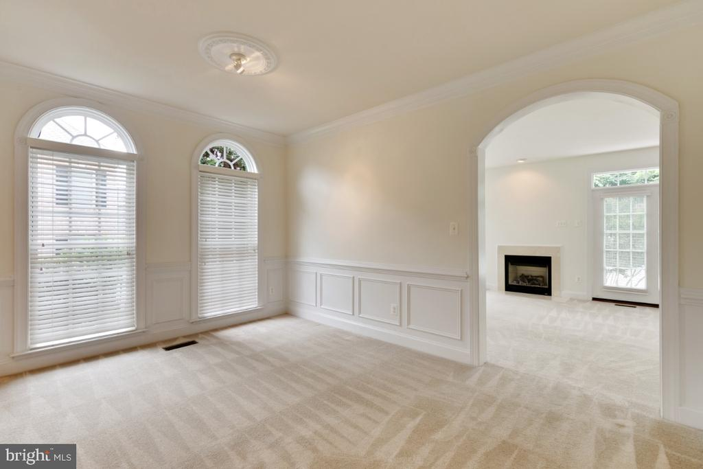 Dining area  leads into family room and fieplace - 43597 MERCHANT MILL TER, LEESBURG
