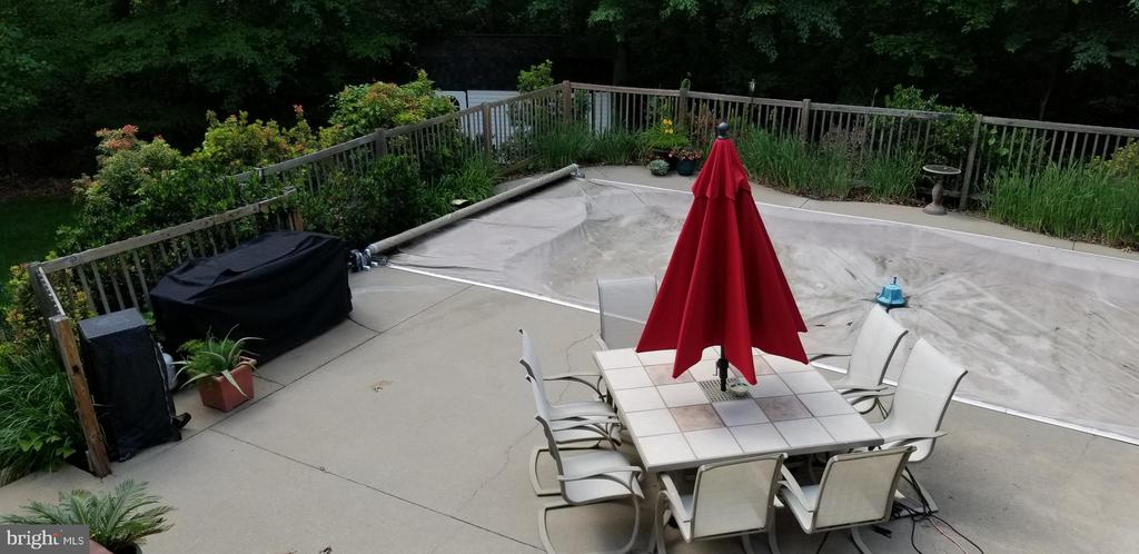 Pool Patio with Automatic Safety Cover - 100 EMPRESS ALEXANDRA PL, FREDERICKSBURG