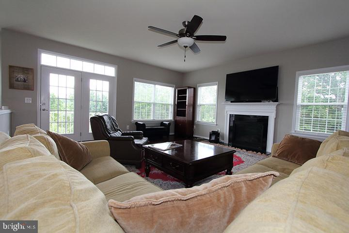 Family room with gas fireplace - 20999 HONEYCREEPER PL, LEESBURG