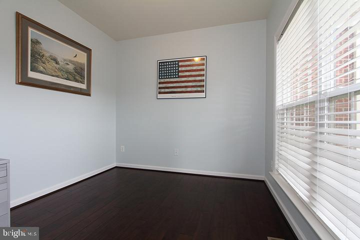Office with gleaming hardwood floors - 20999 HONEYCREEPER PL, LEESBURG