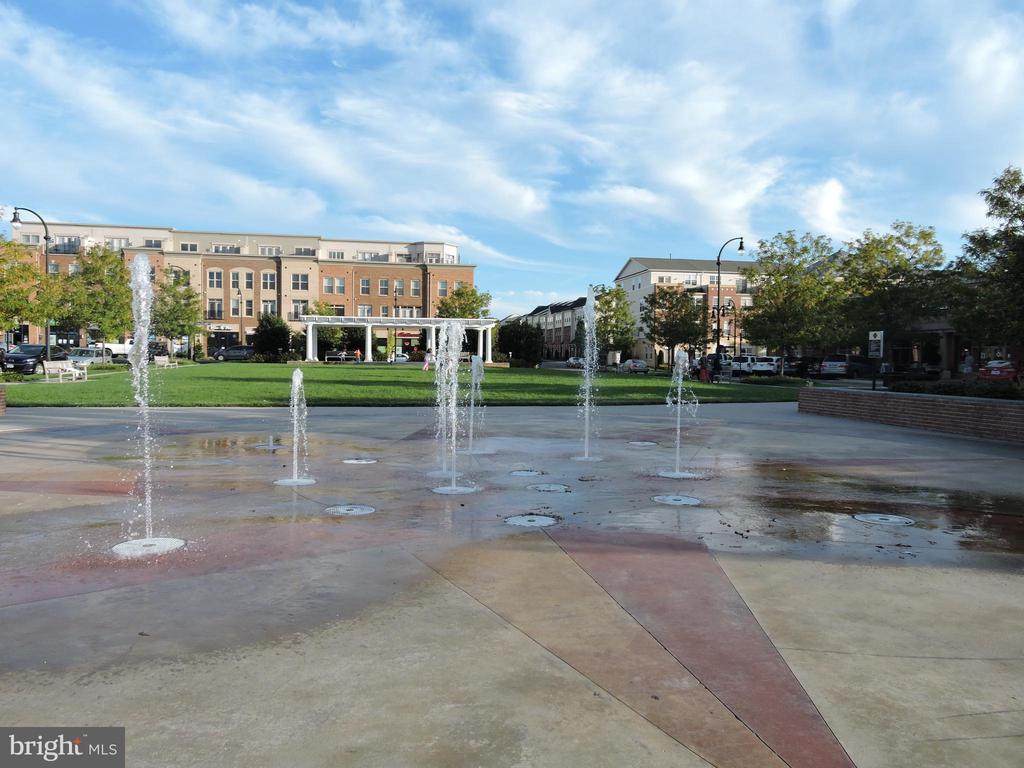 Lansdowne Town Center - 43597 MERCHANT MILL TER, LEESBURG