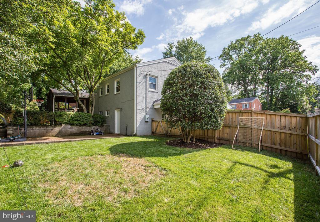 fenced level yard for play, sports, gardening - 3831 N ABINGDON ST, ARLINGTON