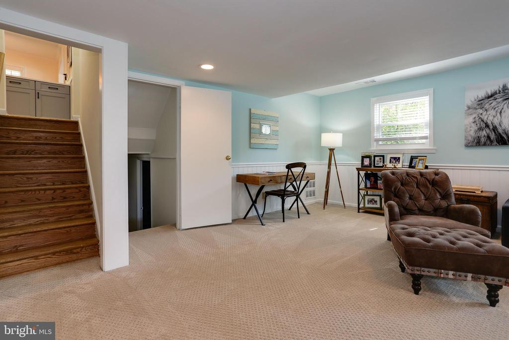 family room with area for work or schooling - 3831 N ABINGDON ST, ARLINGTON