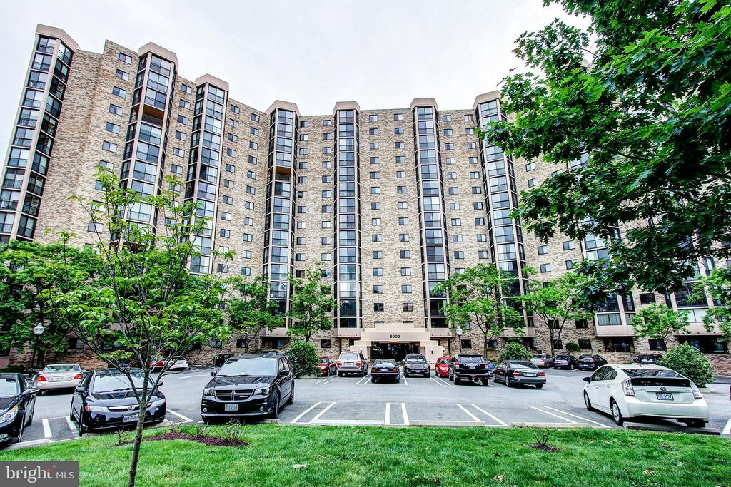Always More  Than Ample Parking! - 5902 MOUNT EAGLE DR #1406, ALEXANDRIA