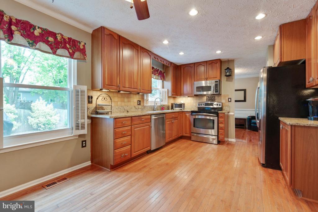 Hardwood Floors - 109 N LAURA ANNE DR, STERLING