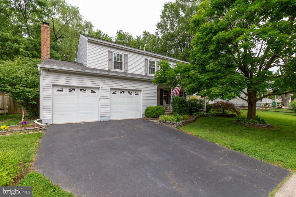 Beautiful Single Family in Sterling - 109 N LAURA ANNE DR, STERLING