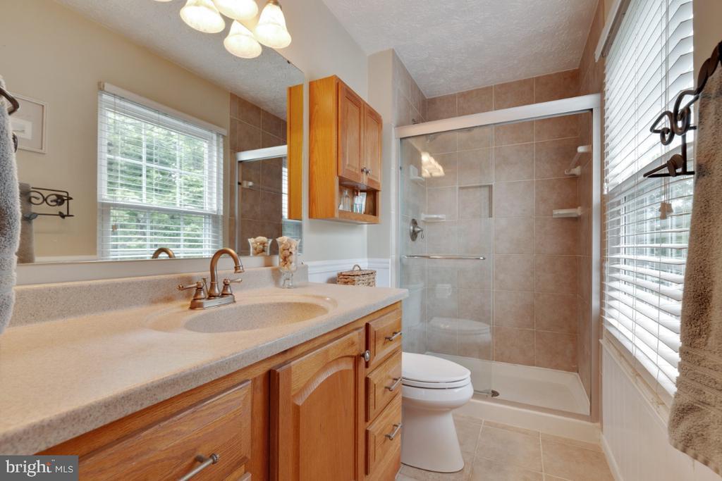 Remodeled Master Bathroom - 109 N LAURA ANNE DR, STERLING