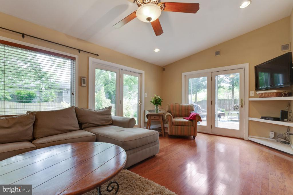 Amazing Sun Room Addition - 109 N LAURA ANNE DR, STERLING