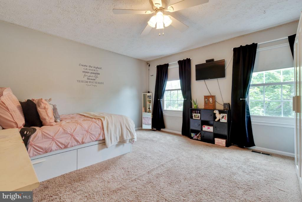 Large 2nd Bedroom - 109 N LAURA ANNE DR, STERLING