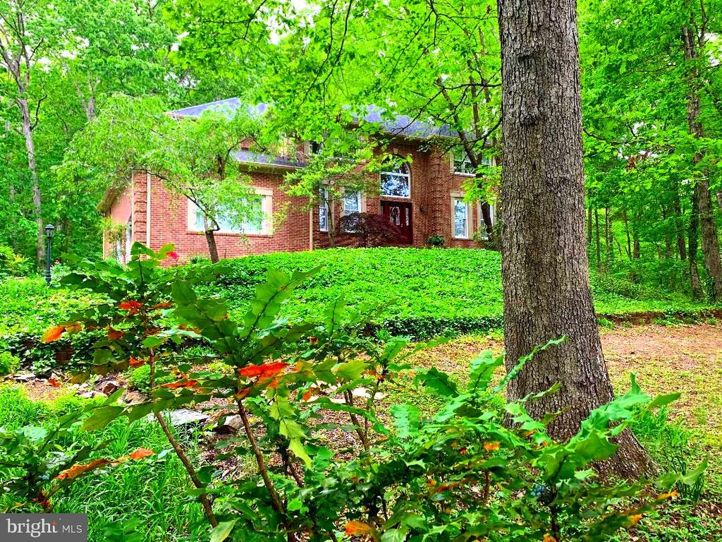Beautiful Brick Home on a 2.21 Acre Lot! - 12210 GLADE DR, FREDERICKSBURG