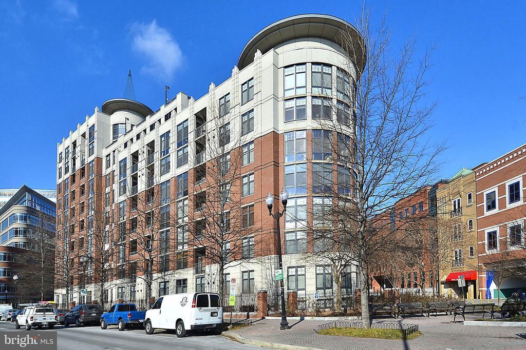 Side view Clarendon 1021 - 1021 N GARFIELD ST #1030, ARLINGTON