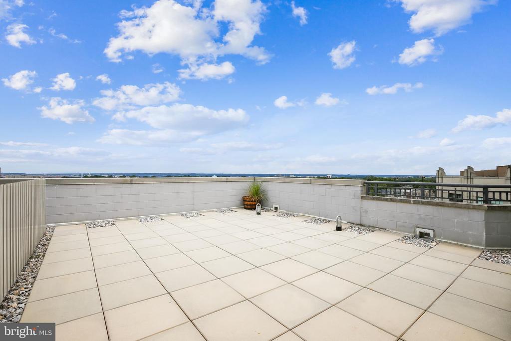 Private terrace w/ Views of Monument & Capital - 1021 N GARFIELD ST #1030, ARLINGTON